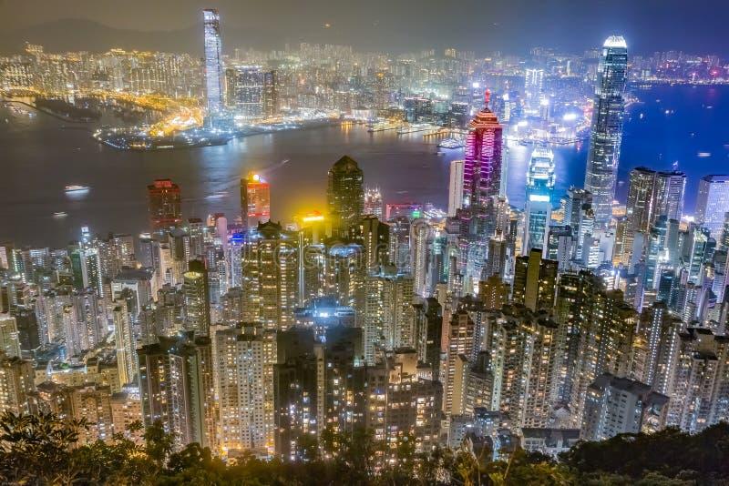 香港地平线在晚上如被看见从太平山 免版税库存照片