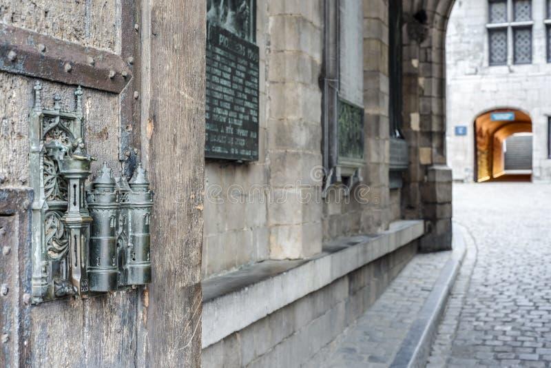 香港大会堂锁和门进站阜,比利时。 免版税库存照片
