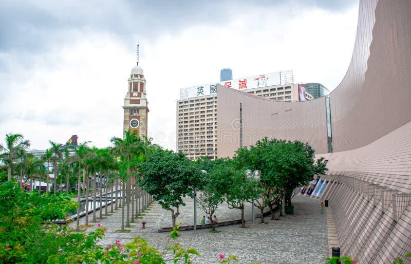香港尖沙咀钟楼和它的周边地区,著名地标在香港位于南部嘘 库存图片