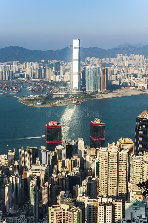 香港市视图向从维多利亚峰顶的九龙 免版税库存图片