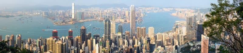 香港的维多利亚港口和精力充沛的中心商务区全景  库存图片