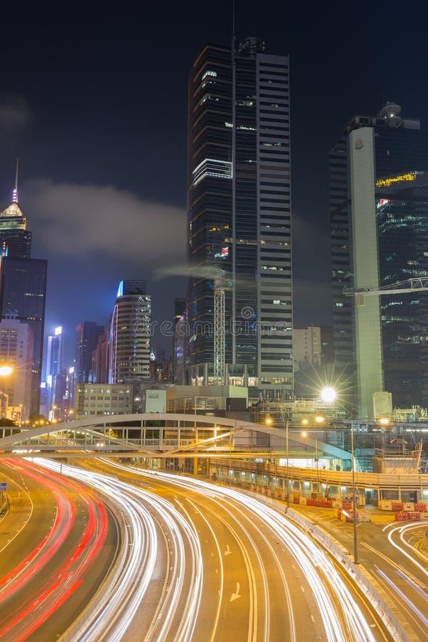 香港街道市和交通在晚上 免版税库存照片