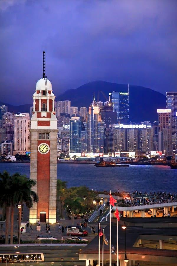 香港钟塔港口晚上 免版税库存照片