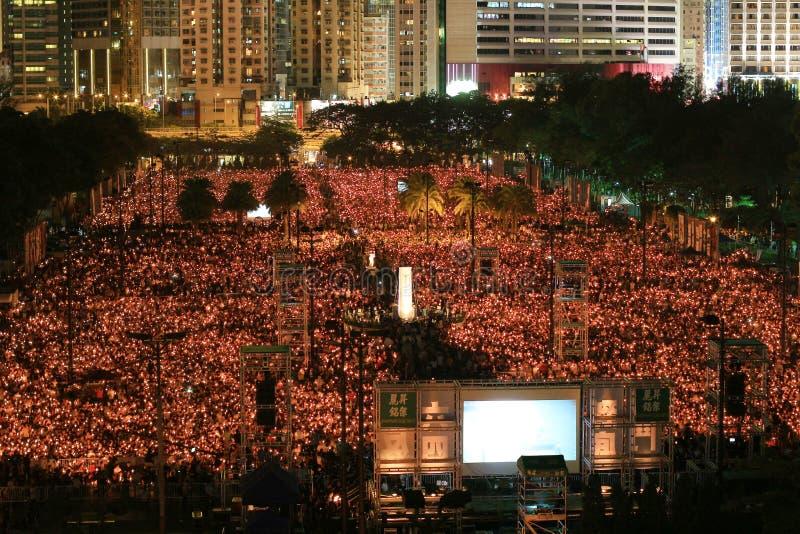 香港, 6月4日:人们加入天安门的S纪念品 库存照片