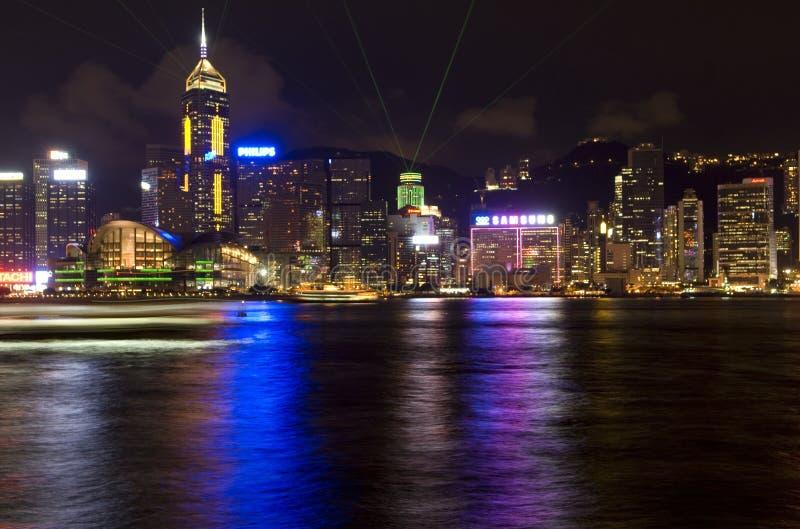 香港维多利亚港口东方的珍珠光全景夜视图地平线交响乐  免版税库存照片