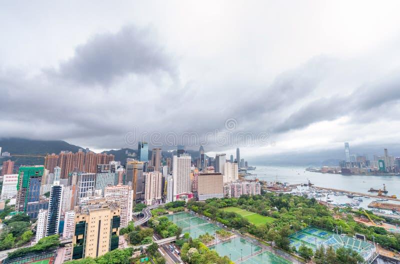香港- 2014年5月:美好的城市地平线 喇叭声孔吸引 免版税图库摄影