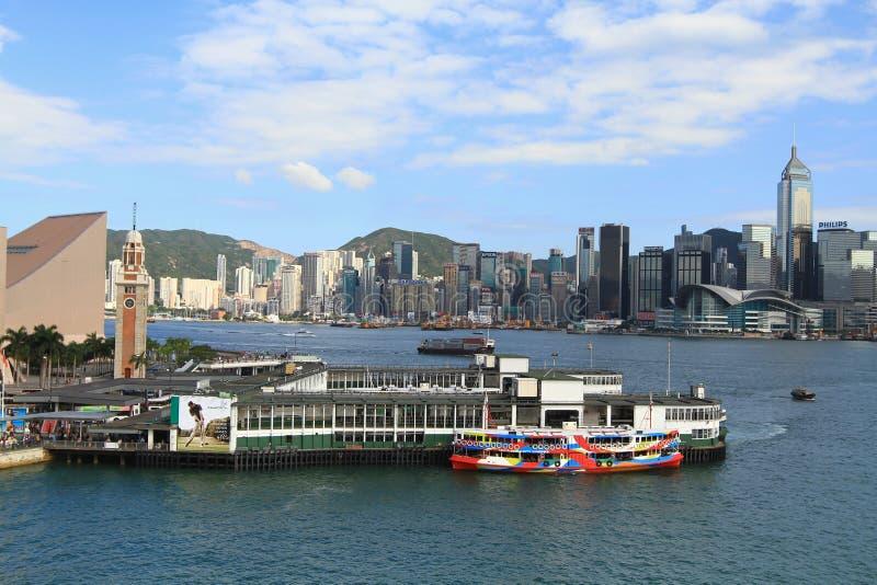 Download 香港 图库摄影片. 图片 包括有 城市, 地区, 都市风景, 聚会所, 天空, 布琼布拉, 上色, 图象 - 27597362