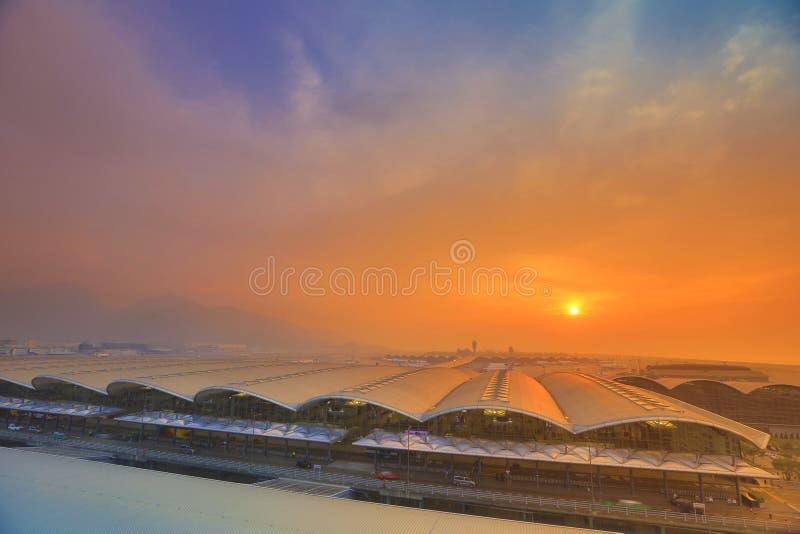 Download 香港Chek膝部的Kok国际机场在夜之前 库存照片. 图片 包括有 飞行, 都市风景, 基础设施, 现代 - 67620016