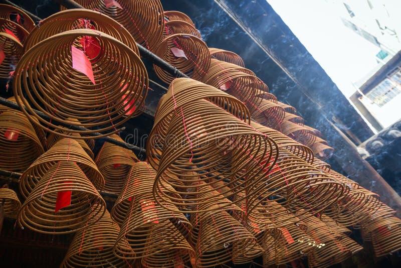 香火在Tai的Po,香港东华三院文武庙盘绕 免版税库存照片