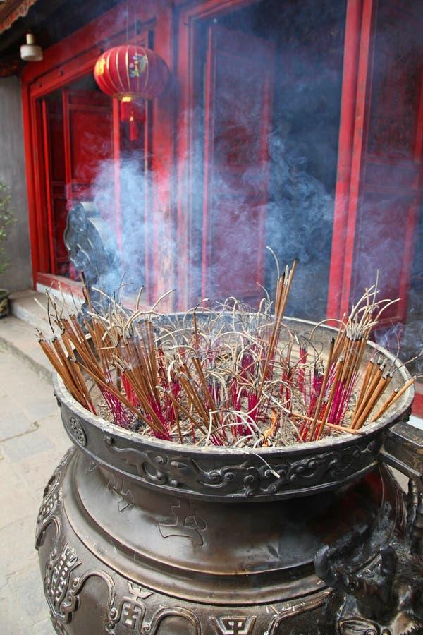 香火黏附寺庙-河内越南 库存图片