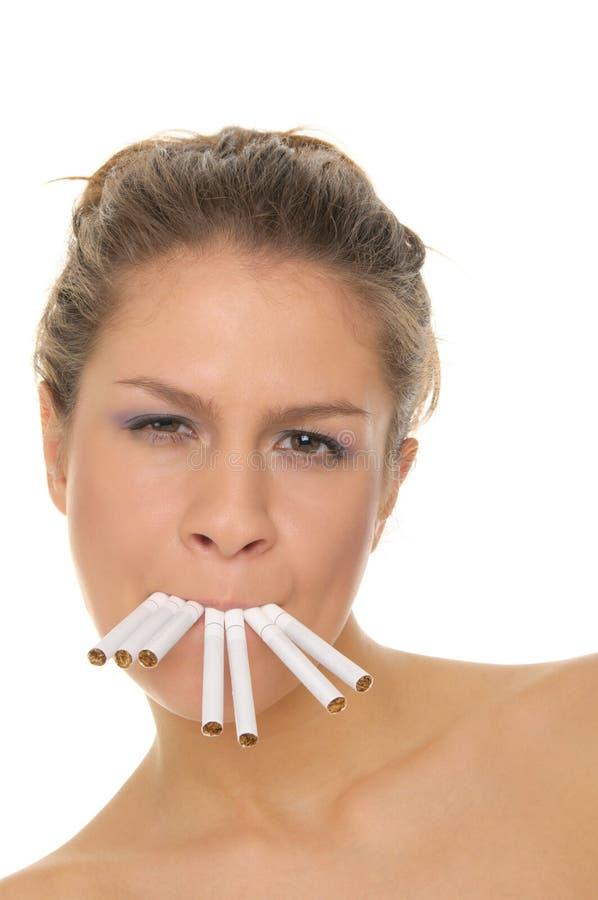 香烟他的嘴妇女年轻人 库存照片