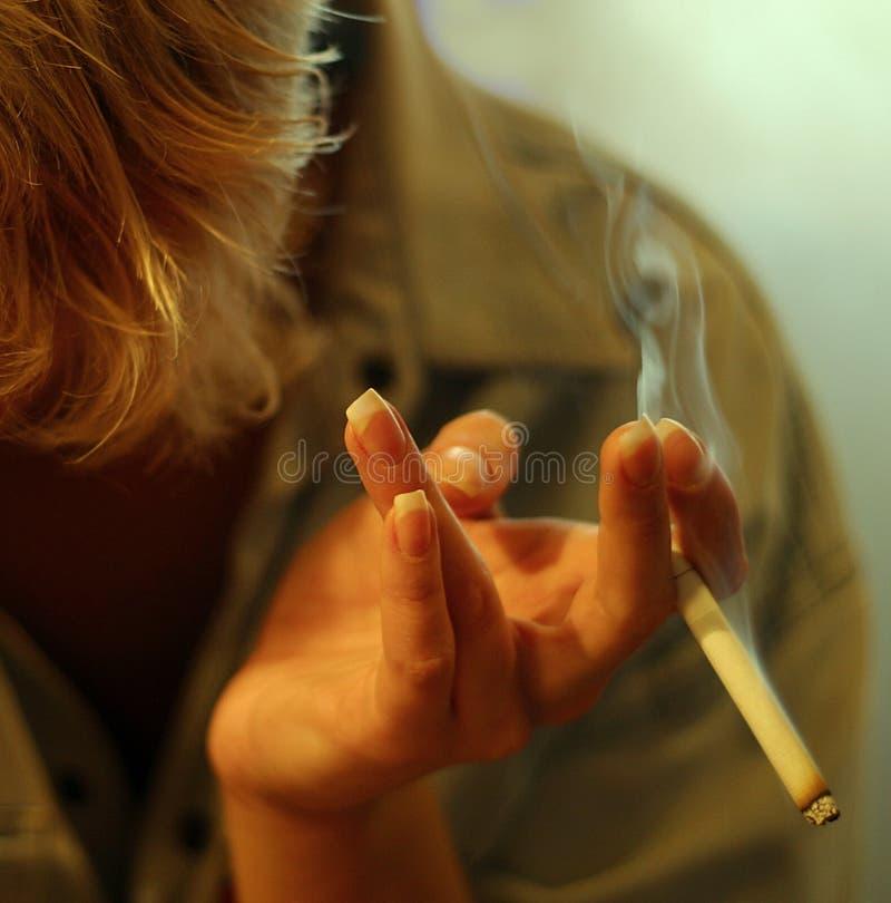香烟女性现有量 免版税库存图片