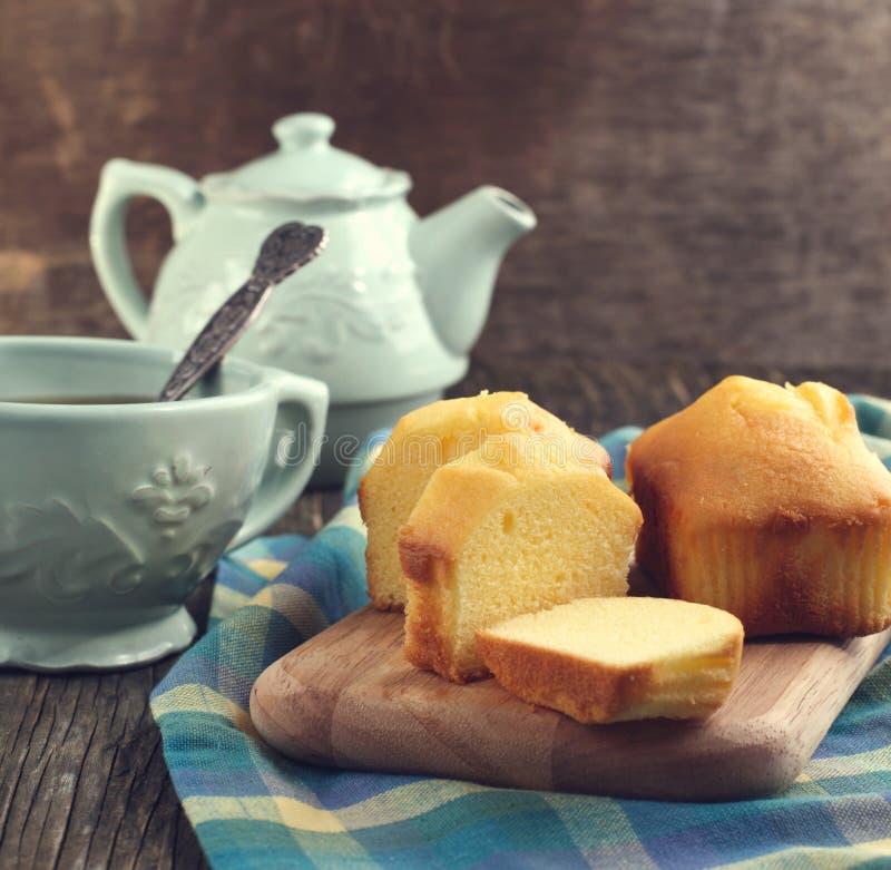 香草微型大面包和茶 免版税库存照片