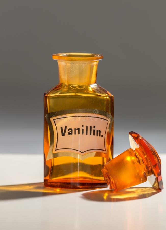 香草精的瓶,使用由药剂师 库存照片