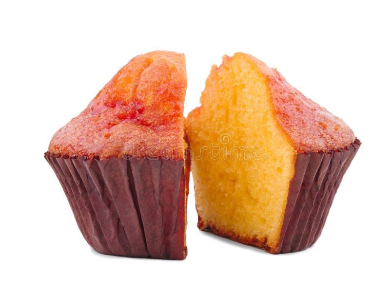 香草蛋糕以在白色背景隔绝的被削减的形式 库存图片