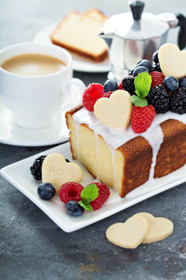 香草重糖重油蛋糕为情人节 库存照片