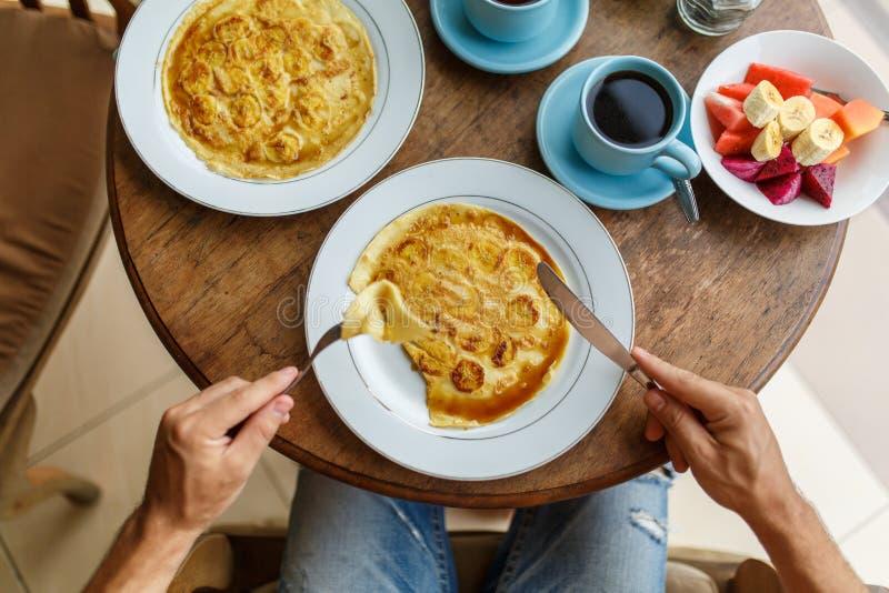 香蕉薄煎饼早餐 库存照片