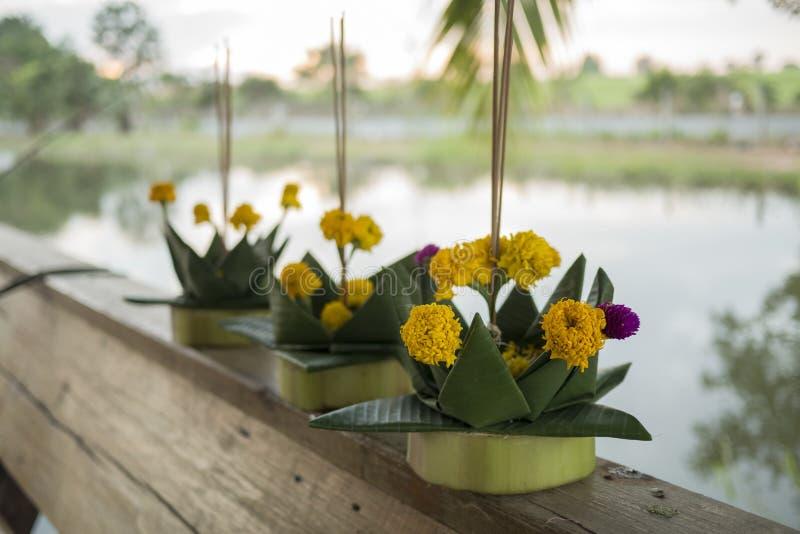 香蕉Loi Krathong节日的叶子船 库存照片