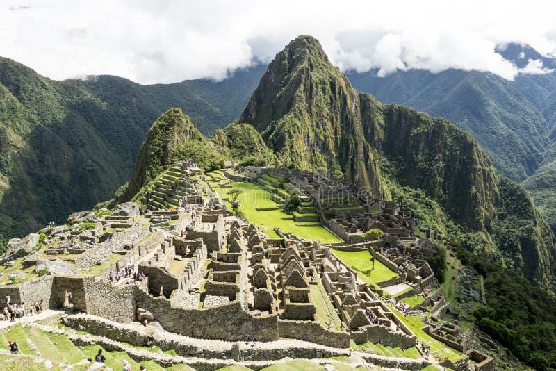 马丘比丘破坏俯视的秘鲁山脉 免版税库存照片