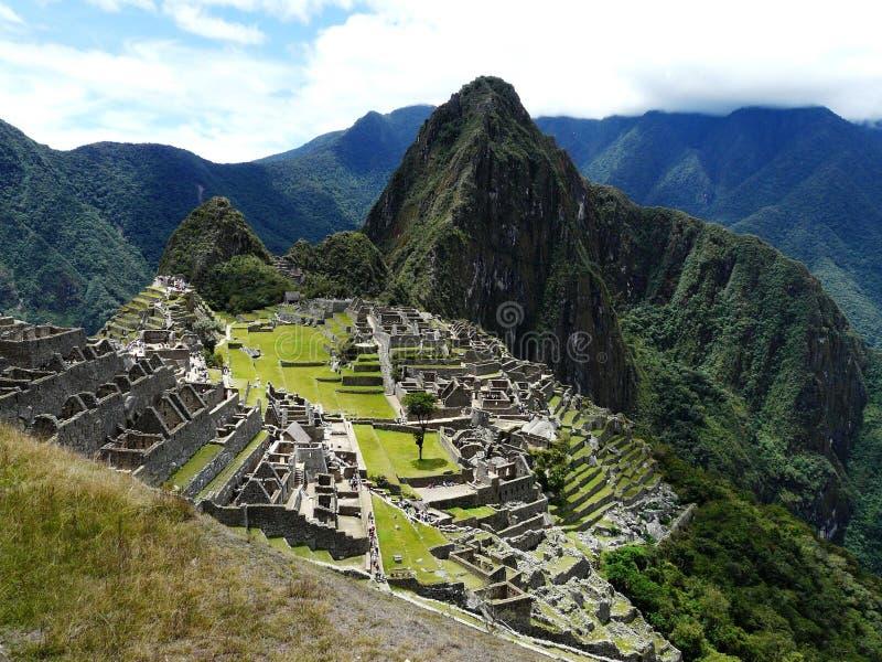 马丘比丘,秘鲁古老印加人的废墟的激动人心的景色  免版税库存图片