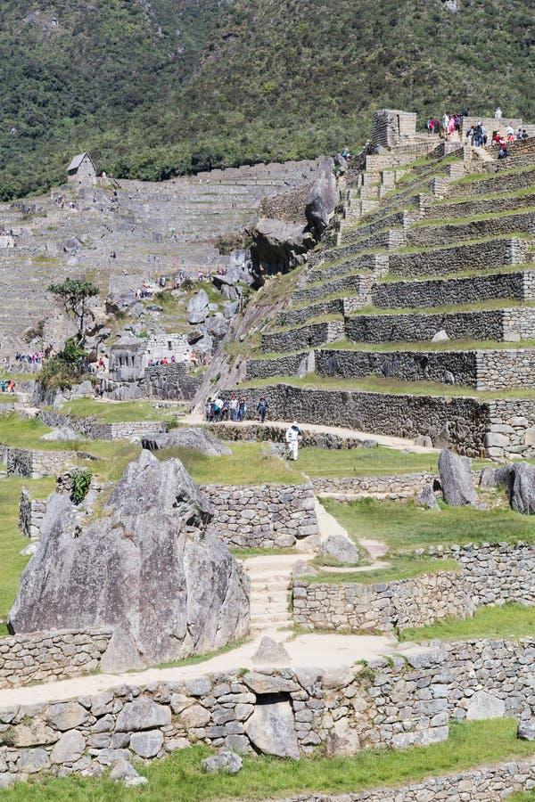 马丘比丘,阿瓜斯卡连特斯火山/秘鲁-大约2015年6月:印加人马丘比丘神圣的失去的市大阳台在秘鲁 库存照片