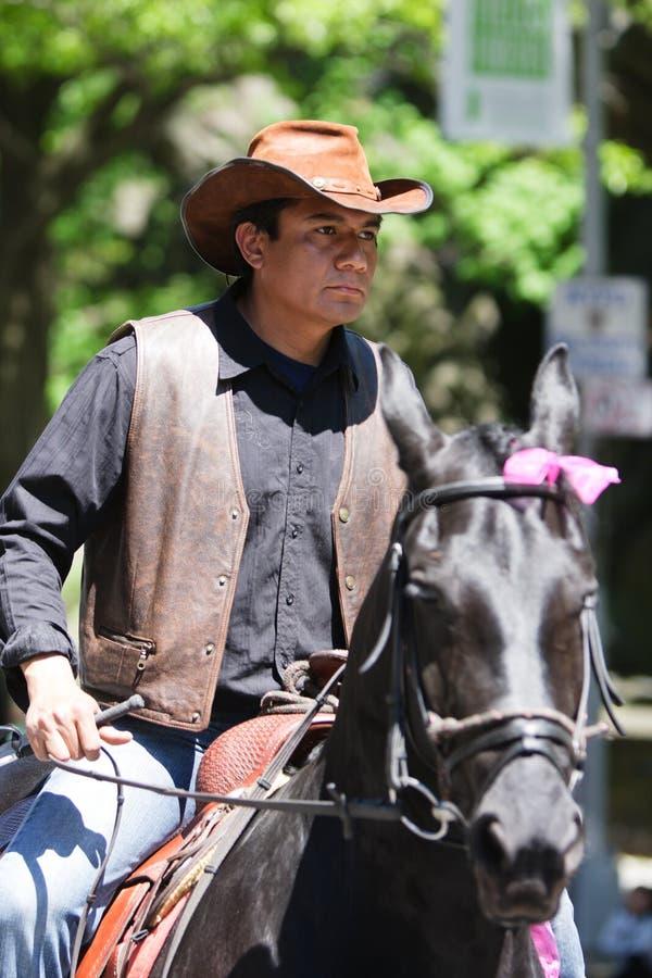 马人墨西哥骑马 免版税图库摄影