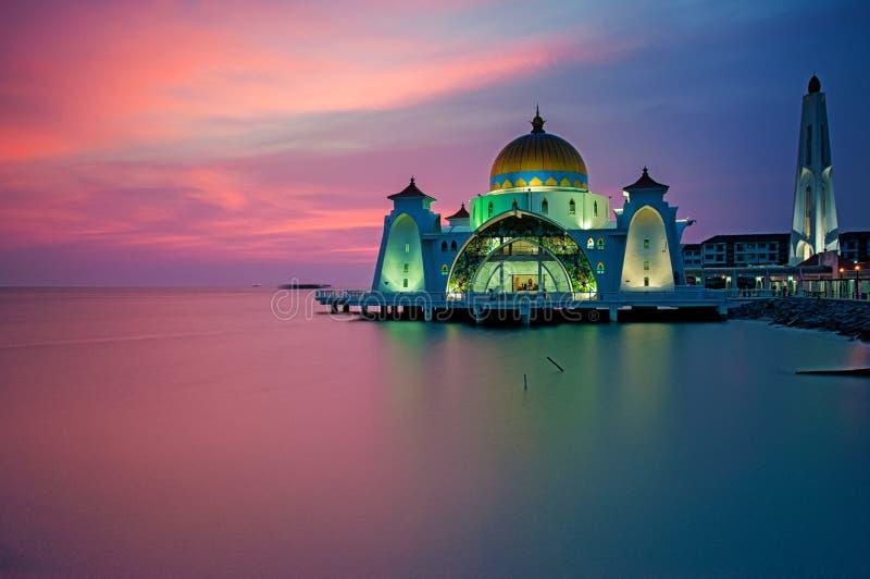 马六甲在日落期间的海峡清真寺 图库摄影