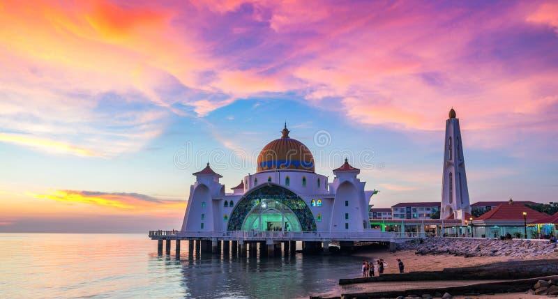 马六甲状态的马来西亚马六甲海峡清真寺 图库摄影