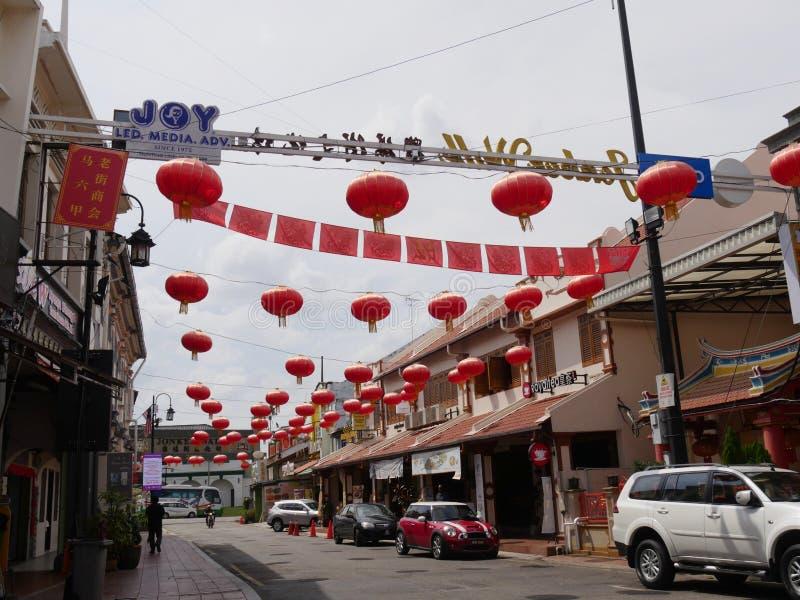 马六甲,马来西亚--2018年2月:用红色灯笼装饰的五颜六色的永克尔街 永克尔步行是一个最普遍 免版税库存图片