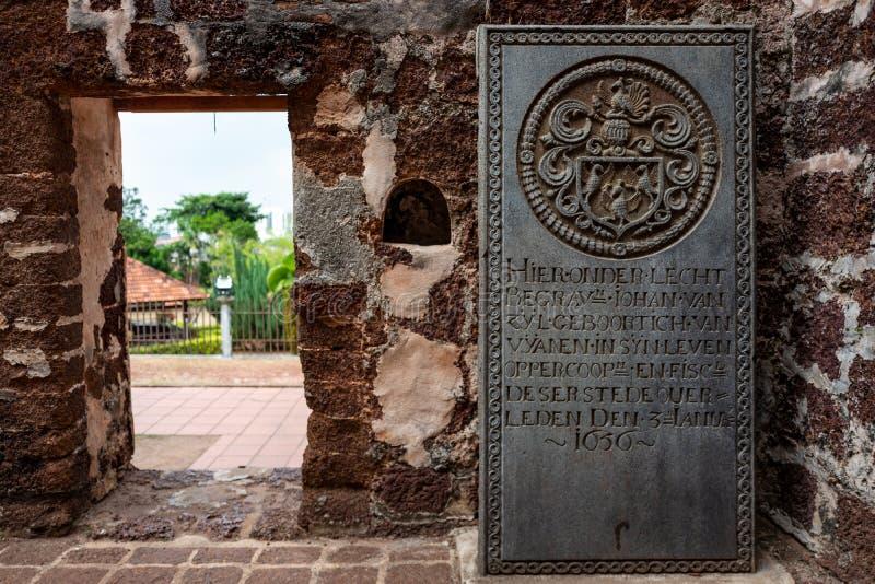 马六甲,马来西亚- 2019年2月28日:从前葡萄牙解决的历史墓碑St废墟的  免版税图库摄影