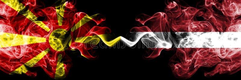 马其顿,马其顿人,拉脱维亚,拉脱维亚竞争厚实的五颜六色的发烟性旗子 欧洲橄榄球资格比赛 免版税库存图片