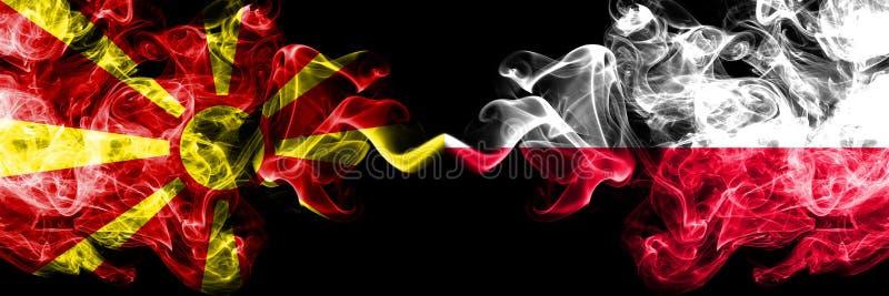 马其顿,马其顿人,波兰,波兰竞争厚实的五颜六色的发烟性旗子 欧洲橄榄球资格比赛 免版税库存图片