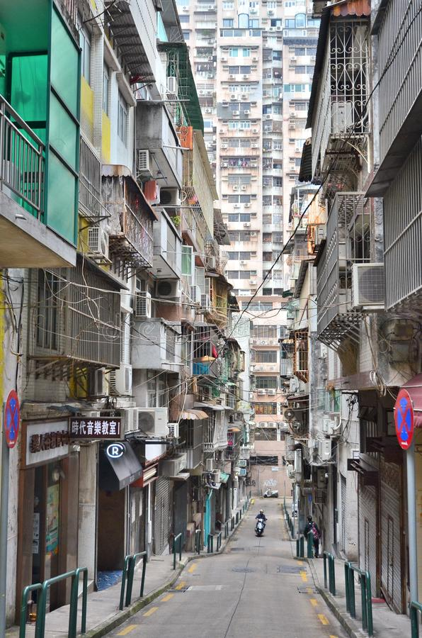 马卡乌,中国- 2018年3月14日;从老街道的公寓摩天大楼在澳门 库存照片