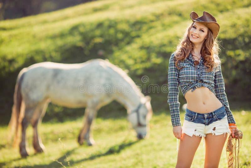 马和女孩有牛仔帽的 图库摄影