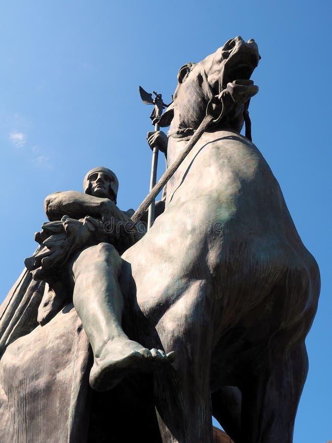 马和车手,古铜色雕象 库存图片