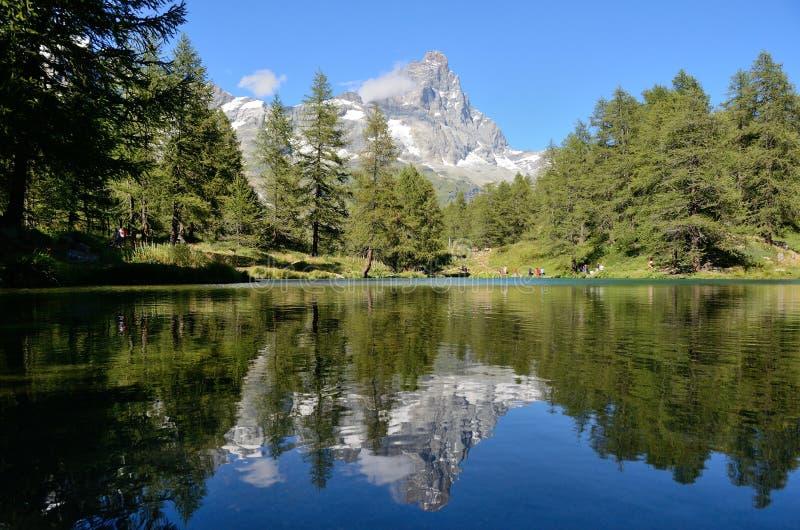 马塔角在山湖, Cervinia,意大利反射了 免版税库存图片