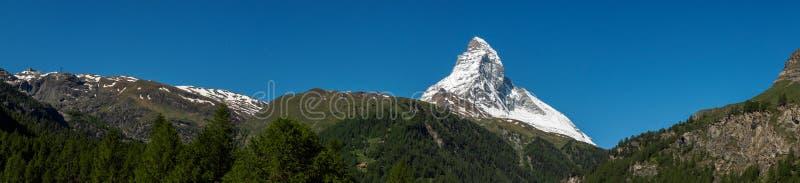 马塔角峰顶全景视图在晴天从,策马特, Swi 免版税库存图片