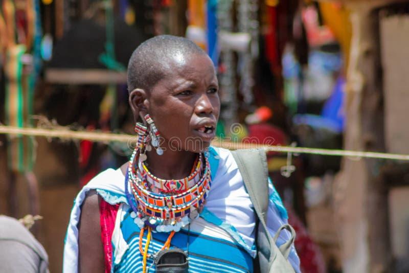 马塞人部落传统加工好的妇女在非洲,肯尼亚 库存照片