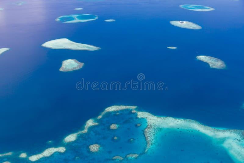 马尔代夫环礁鸟瞰图是世界顶面秀丽 马尔代夫旅游业 图库摄影