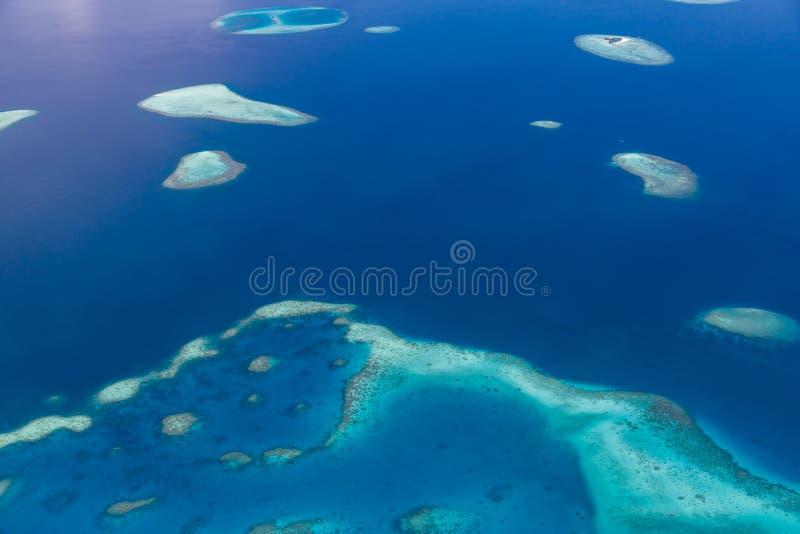 马尔代夫环礁鸟瞰图是世界顶面秀丽 马尔代夫旅游业 库存图片