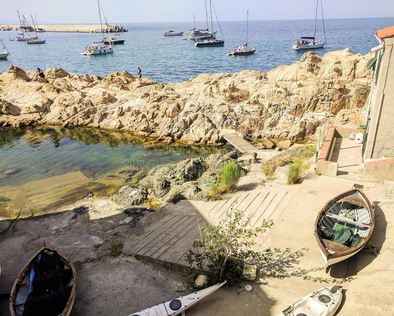 马尔恰纳马里纳的俏丽的小游艇船坞,李 免版税图库摄影