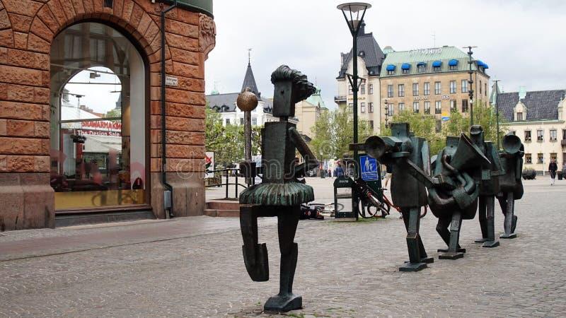 马尔摩,瑞典- 2017年5月31日:Optimistorkestern,乐观主义者乐队是在古铜的雕塑在Sodergatan街道,被创造  免版税库存图片