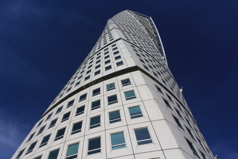 马尔摩,瑞典- 10月2 :2015年10月2日的转动的躯干门面在马尔摩,瑞典 转动的躯干是解构者skyscra 免版税图库摄影
