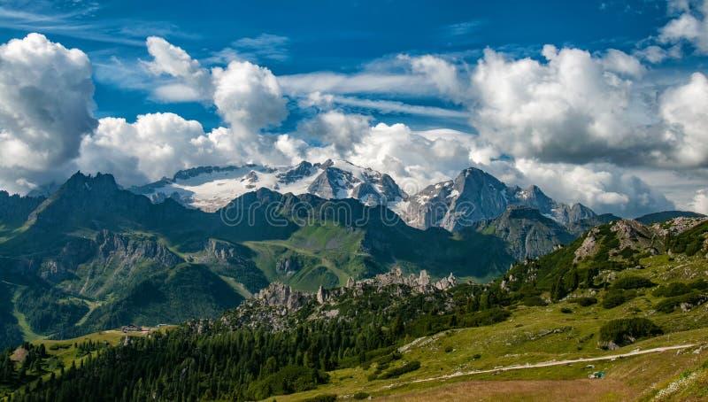 从马尔莫拉达山的顶端全景 白云岩 南蒂罗尔 免版税图库摄影