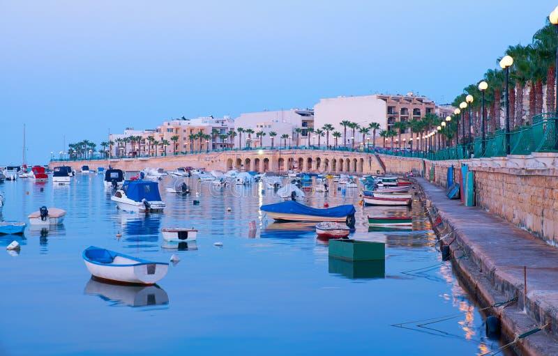 马尔萨斯卡拉江边看法和Marsascala咆哮 马耳他 免版税库存照片