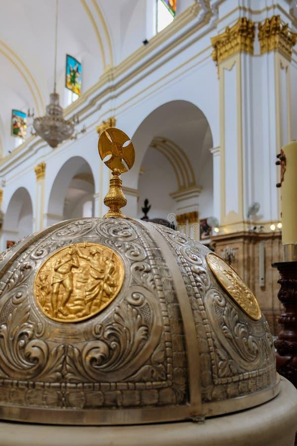 马尔韦利亚, ANDALUCIA/SPAIN - 7月6日:字体盖子在教会里  免版税库存照片
