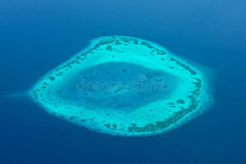 马尔代夫空中全景大海礁石 免版税库存照片