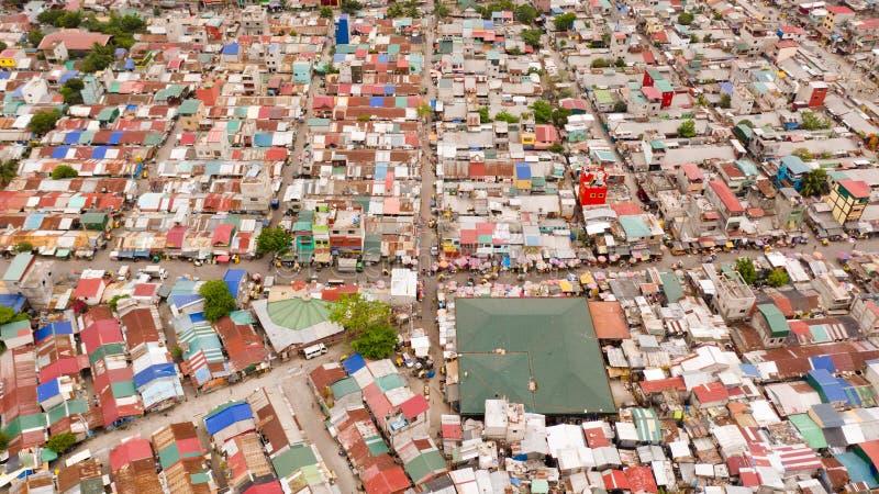 马尼拉贫困地区街道 房顶与大城市居民生活 马尼拉贫困县 库存图片