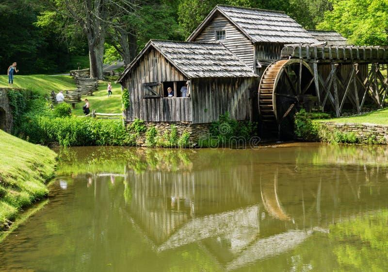 马布里磨房的池塘反射