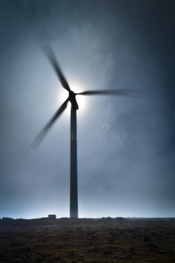 马德拉岛在保罗de Serra高原的风轮机 免版税库存照片